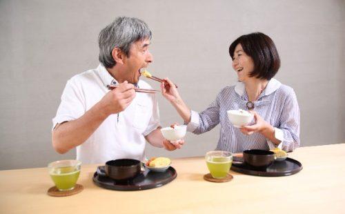 食事介助で誤嚥性肺炎予防